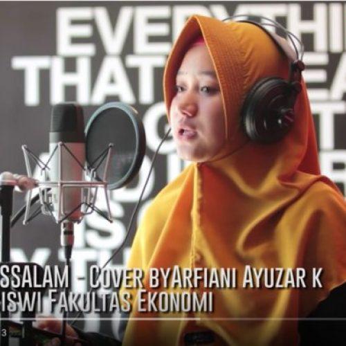 Suaranya Merdu, Mahasiswi Ekonomi UMI Bikin Cover 'Deen Assalam'